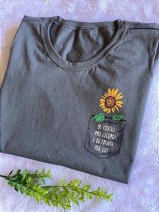 T-shirt De Costas pro Escuro e de Frente pra Luz