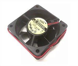 COOLER 60X60X25 - 05V - ROLAMENTO 0.35 AMP - 1.75 WATTS - 4500 RPM - 24,33 CFM 36,3 DB(A) - BERFLO - AD0605HBA71