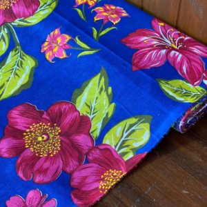 Chitão Fundo Azul Flores Rosas