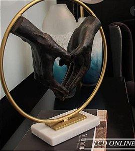 Escultura Mãos Coração