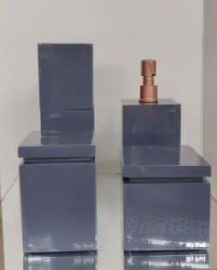 Conjunto de Potes 04 peças em Resina com bomba dourada fosca para Banheiro cinza