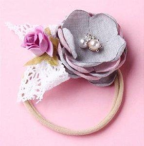 Tiara elastica com flores tecido