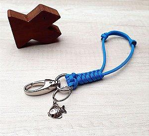 Mini-Lanyard Azul Celeste com Pingente Peixe