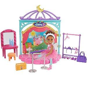Barbie Boneca Chelsea Aulas de Ballet c/ Cenário Mattel