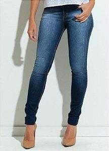 Calça Jeans com Efeito de Lavação