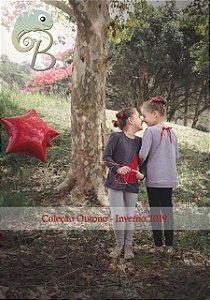 Blusa em Moletinho Mescla Clara com bolso vermelho em forma de coração