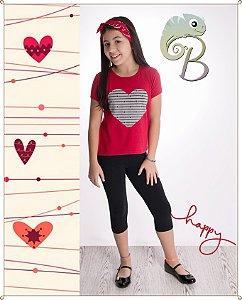 Conjunto Camiseta Feminina em malha Vermelha com aplique em coração estampado + Legging curta