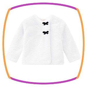 Casaco para bebê em pelo na cor banca com botões
