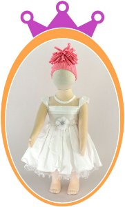 Vestido Maquinetado Pregas no Peito e Pérolas - Flor no Cinto - Cor: Branco