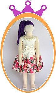 Vestido Off White Corpo Liso e Saia com Estampa de Rosas Coloridas e Colar em Pérola