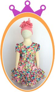 Vestido Estampa Corações Coloridos e Laço com Pedrinhas