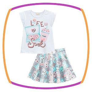 Conjunto infantil blusa em cotton estampa LIFE SWEET e saia em fly tech estampada com shorts embutido