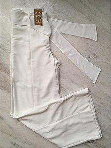 Calça Pantalona com zíper na frente e passante galão