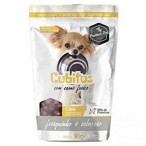 Cubitos com carne fresca para cães