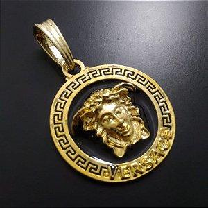 Pingente Versace Fundo Preto Banhado a Ouro 18K