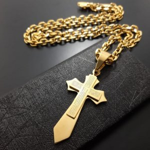 Corrente Cartier 70cm 7mm Banhada a Ouro 18K + Pingente Cruz Pai Nosso em Espanhol