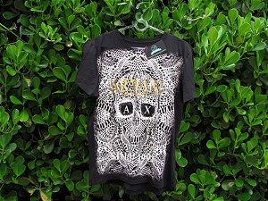 Camiseta na cor preta Armani Exchange desenho caveira
