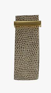 Puxador em couro detalhe em dourado