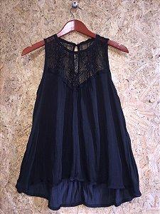 Blusa preta detalhe renda (M) - Shoulder