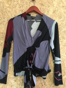Blusa decote V (P) - Issa London