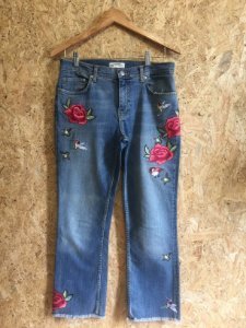 Calça jeans bordado flores  (M) - Zara