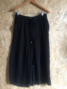 Calça pantacourt preta (M) - Zara