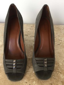 Sapato cinza salto grosso (36) - Shoestock