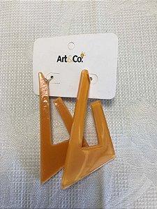 Brinco resina triangular amarelo - Artco NOVO