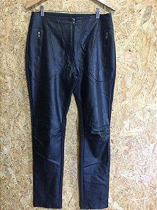 Calça preta material sintético (42) - Lafê