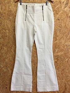 Calça branca flare com zíper na frente (38) - Shoulder