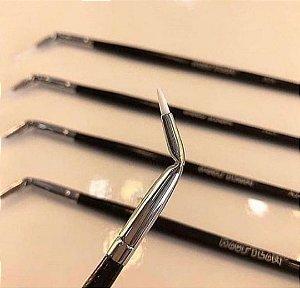 Pincel A24 profissional curvado para delinear Macrilan – Linha Max