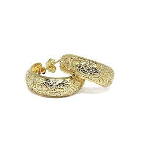 Brinco de Argola pequena com detalhes folheado em ouro 18k