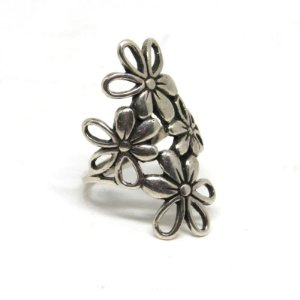 Anel grande de flor folheado em aço