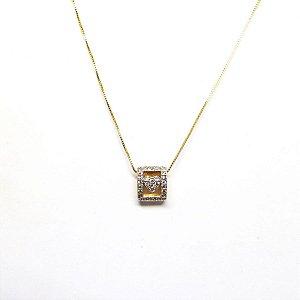 Colar coração cravejado de zirconia folheado em ouro 18k