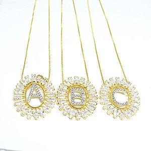 Colar letra zirconia e cristais folheado em ouro 18k