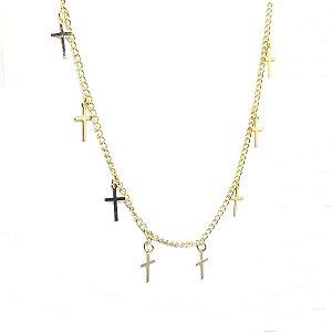 Colar sobreposição de cruz folheado em ouro 18k