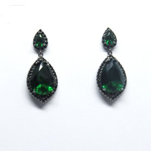 Brinco pequeno verde esmeralda