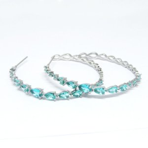 Argola pequena com pedra azul cristal