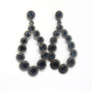Brinco medio ródio negro com pedra azul