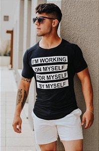 Camiseta Masculina Estampada Longline com Elastano Preta