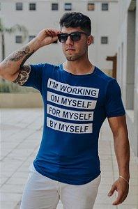 Camiseta Masculina Estampada Longline com Elastano Azul Marinho