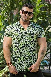 Camisa Masculina Manga Curta em Viscose Animal Print Verde