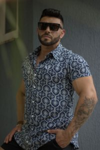 Camisa Masculina Manga Curta em Viscose Azul Marinho com Arabescos