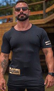 Camiseta Masculina LongLine Preta com Dourado