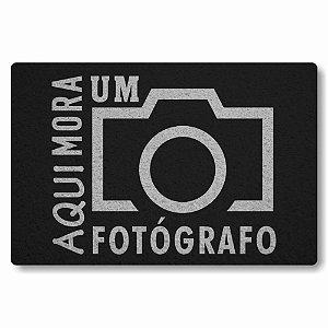Tapete Capacho Aqui Mora um Fotografo - Preto