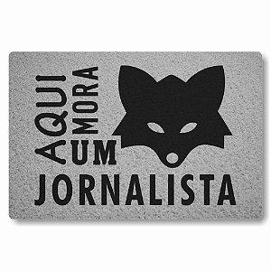 Tapete Capacho Aqui Mora um Jornalista - Prata