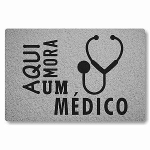 Tapete Capacho Aqui Mora um Medico - Prata