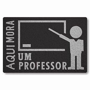 Tapete Capacho Aqui Mora um Professor - Preto
