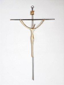 Crucifixo Estilizado Cruz Cromada com Cristo Dourado. Grande. 28X17cm