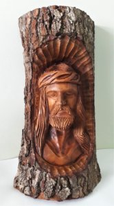 Jesus Cristo entalhado no tronco - Altura 47cm